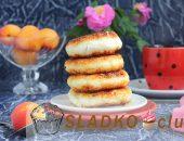 Миниатюра к статье Вкусные сырники с абрикосами: летний рецепт для завтрака