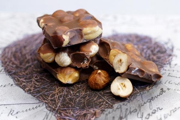 Самый вкусный шоколад с орешками
