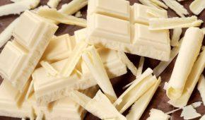 Миниатюра к статье Нежность вкуса: из чего делается белый шоколад и полезен ли он так же, как темный?