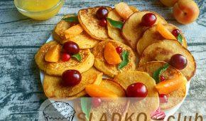 Миниатюра к статье Печем на завтрак яркие оладьи с абрикосами на кефире